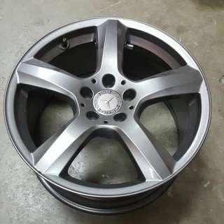 """Mercedes Original 18"""" Rim With Pirelli Tyres"""