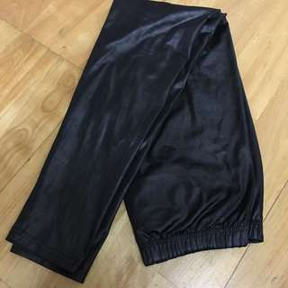 全新 黑色 兩面 皮革感 內搭褲