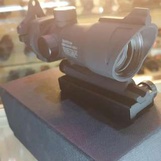 Airsoft : Acog Trijicon Red Dot Scope