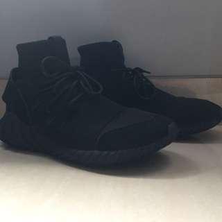sz 43/US9.5 Adidas Tubular Doom All Black sz 43
