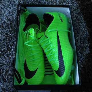 For sale!!! Size:  us 11.5/uk 10.5 First grade  Nike mercurial vapor Colour : lumo green Cond: new (condition mira filzah) Harga alikhsan: rm908 Selling at rm700  Can nego tipis