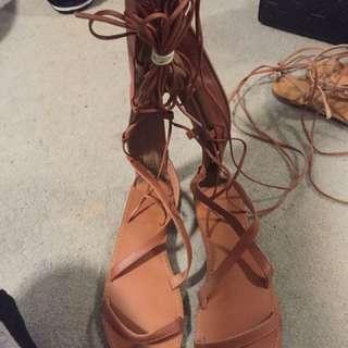 Knee Strap Brown Sandals
