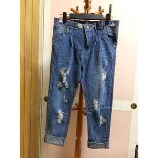 小刷破牛仔男友褲