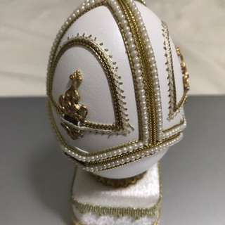 The Fabulous Egg Ring Case With Music Box Feature