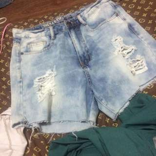 WASHED RIPPED SHORTS