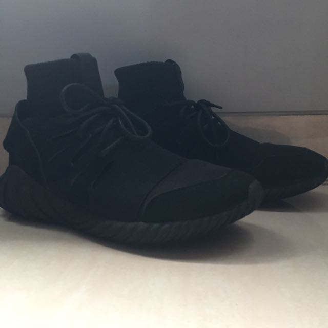 sz 43/US9.5 Adidas Tubular Doom All Black sz 43