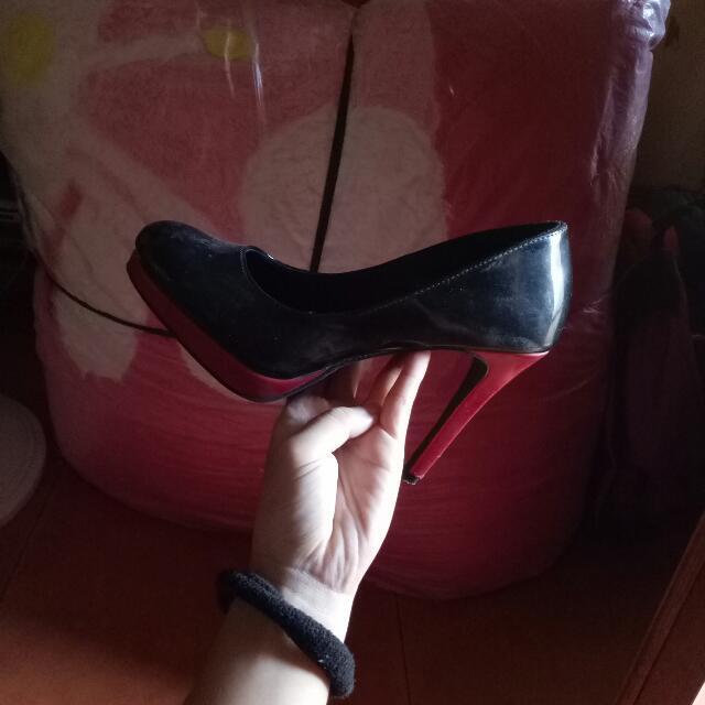 black heels by fiomi