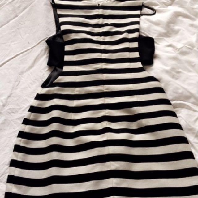 BNWT Sheike Phoebe Dress Size 10
