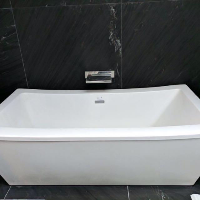 Brand New Luxury Bath Tub