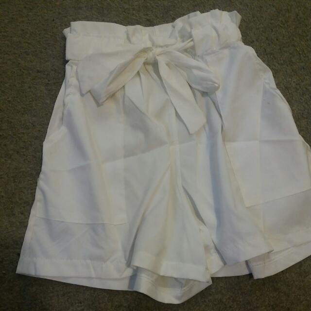 Cute elastic waist tie up shorts