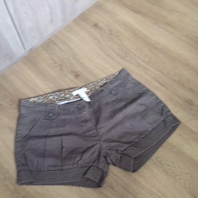 53e4ad2e72 Forever 21 Khaki Army Green Shorts, Women's Fashion, Clothes, Pants ...