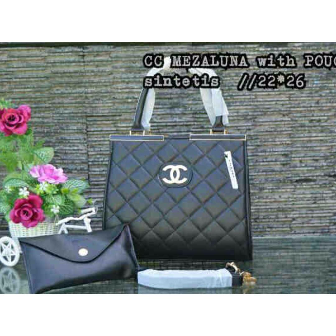 Import Chanel lazuna black