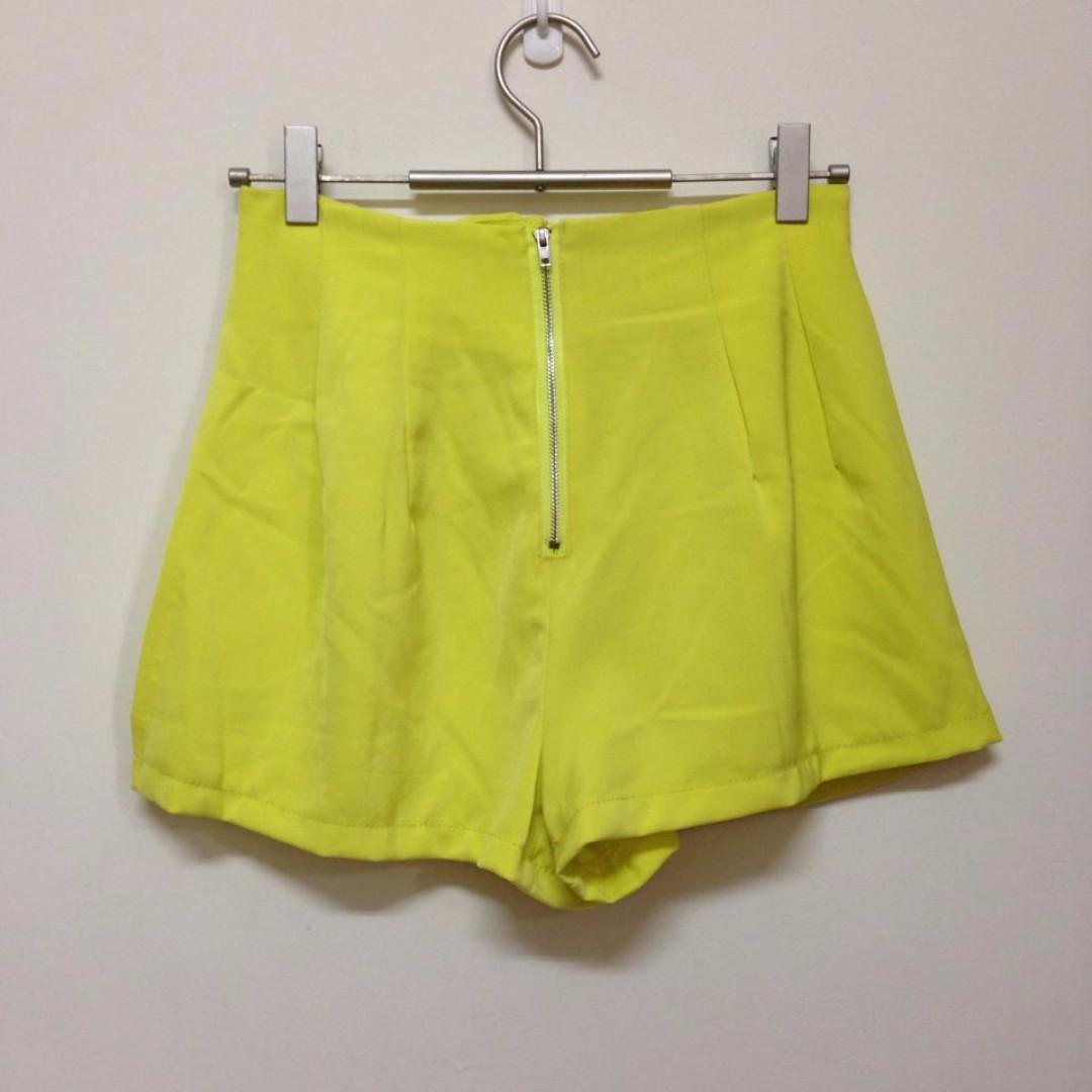 轉賣~Joyce Shop 繽紛亮黃前拉鍊高腰短褲