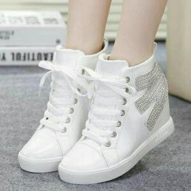 Sepatu / Boots E Pasir Putih