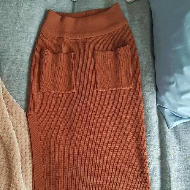 Sheike Knit Skirt Side Split Front Pockets