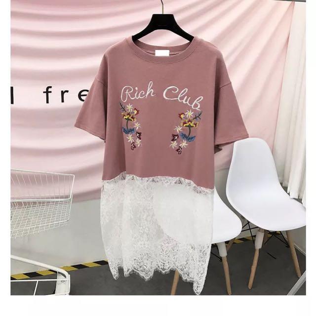 🌺現貨❣韓國刺繡字母花朵拼接蕾絲T恤 正韓 東大門 甜美 個性 棉T Lamocha LBT