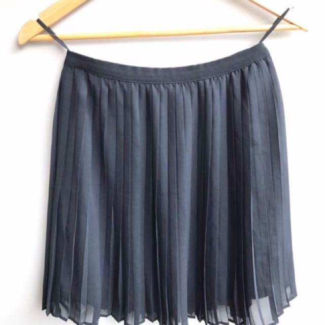 Uniqlo ori plisket skirt