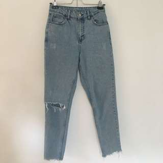 Light Wash Mom Jeans / Size: W25, L32 / Brand: Topshop