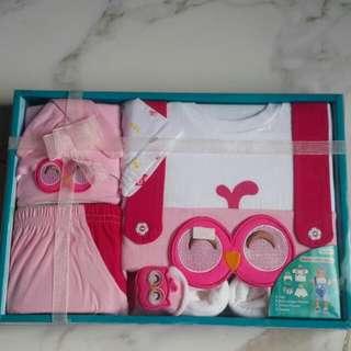 Satu Set Baju Celana, Topi, Bibs N Sepatu Baby Girl