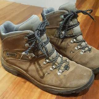 Columbia Hiking Boots - Women's Size 9.5