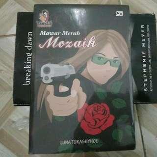 Mawar Merah: Mozaik by Luna Torashyngu