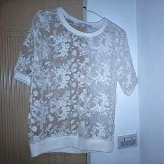 純白繡花上衣
