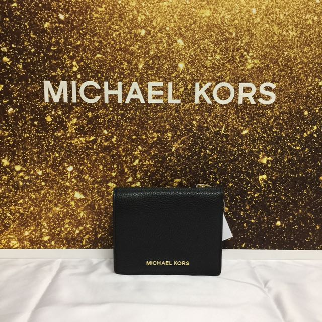 10748edf6603dd BN Authentic Michael Kors Mercer Card Case Wallet Black, Luxury, Bags &  Wallets on Carousell
