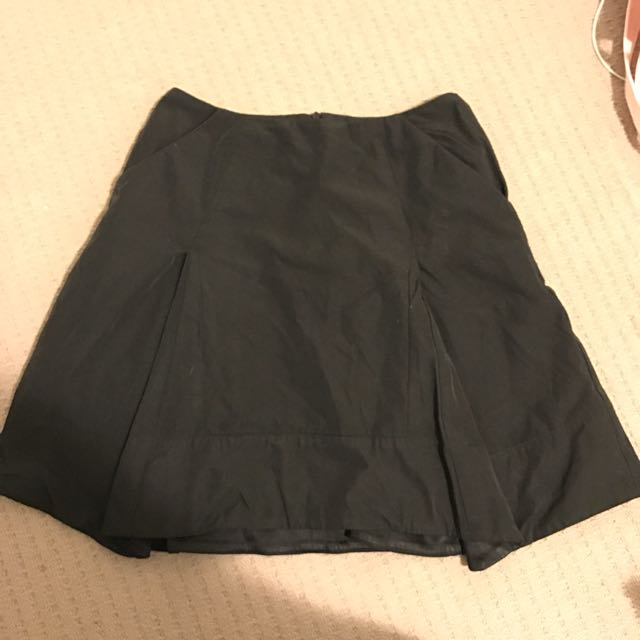 Cue skirt Size 8 Black