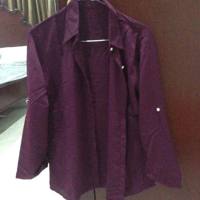 kemeja warna ungu tua