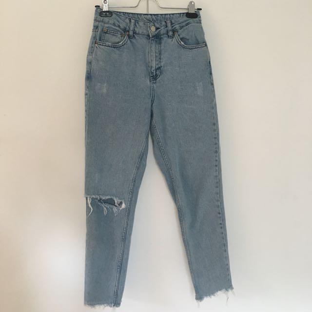 Light Wash Mom Jeans / Size: W25, L32 / Brand: Topshop