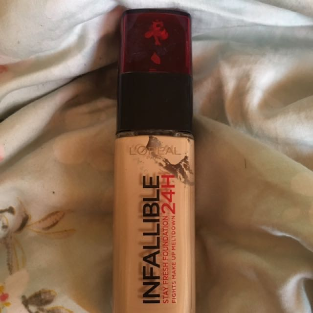 Loreal infalliable 24H Foundation: shade 140 Golden Beige