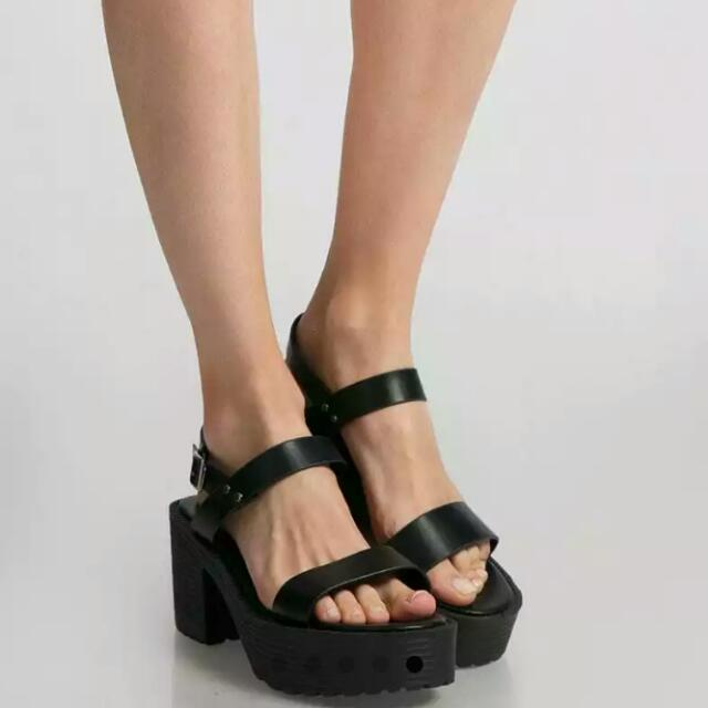 Sepatu Platform Phoebe Hitam /wedges