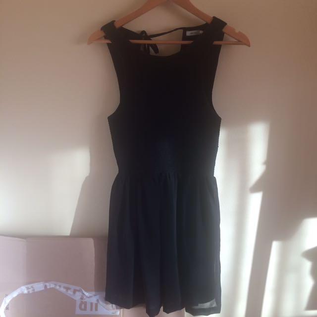 URBAN OUTFITTERS BLACK SLEEVELESS DRESS
