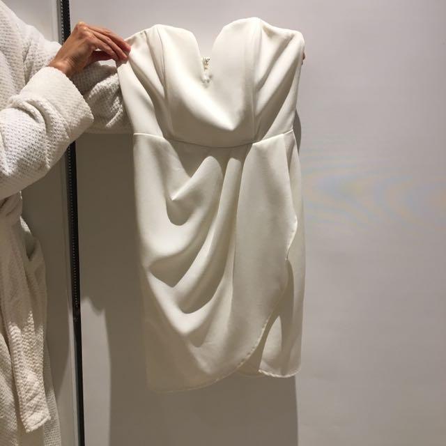 white strapless short formal dress- Brand is 'luvalot' size 6