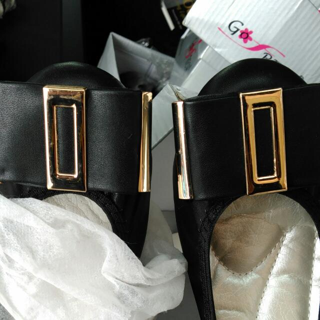 Woman's Flats And Sandals With Built In Support Bnib