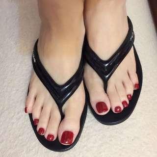 Prada漆皮人字拖涼鞋
