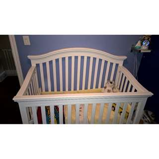 4-in-1 White Crib in excellent condition with Mattress