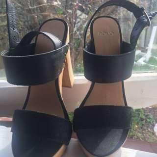 Novo wooden Heels size 6