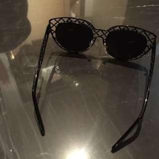簍空邊框造型墨鏡