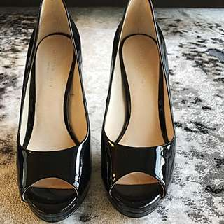 KENNETH COLE PATENT LEATHER STILETTO (7.5)