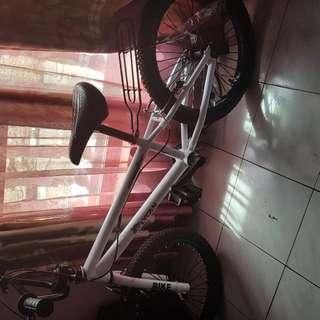 Sepeda Putih Merk Lycan