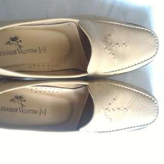 Sepatu Alexander Valentino
