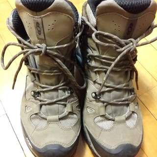 salomon登山鞋40號,穿過一次,喜歡可以議價