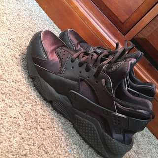 TRIPLE BLACK NIKE AIR HUARACHES