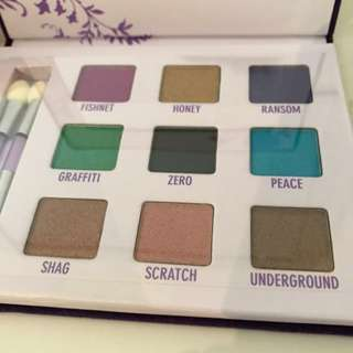 NEW Urban Decay Deluxe Eyeshadow Palette