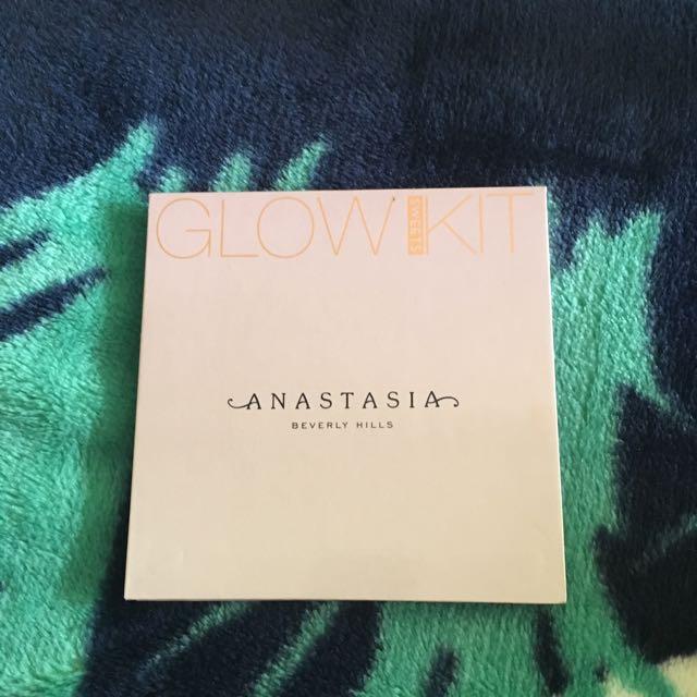 Anastasia Beverley Hills Sweets Glow Kit