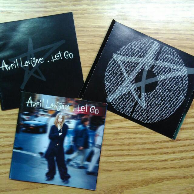 #七月免購物直接送 Avril Let Go 遠走高飛 歌本和底紙
