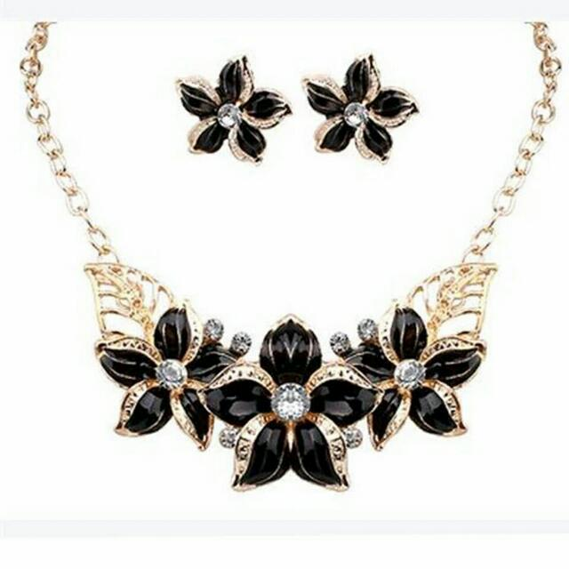 Black Flower Necklace Set