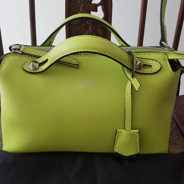 🖍📏Back To School SALE!✏🗒 Fendi 'By The Way' Apple Green Bag
