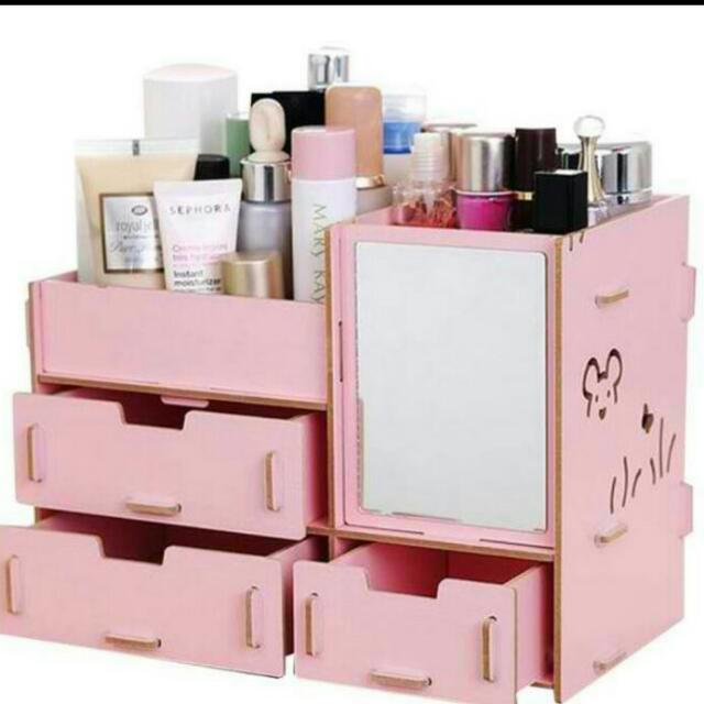 MAKE UP AND JEWELRY ORGANIZER